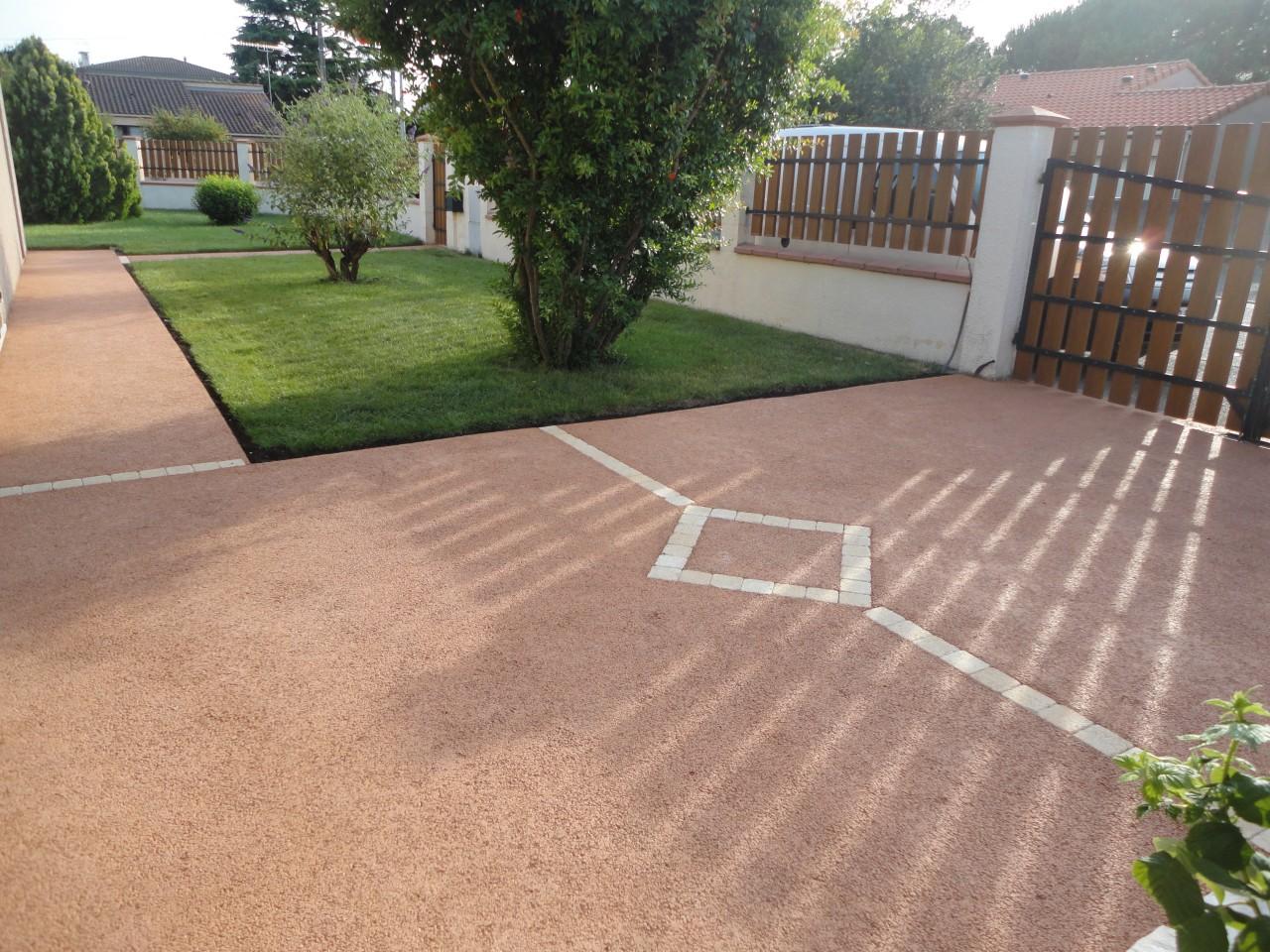 Le béton drainant, un matériau idéal pour vos sols extérieurs